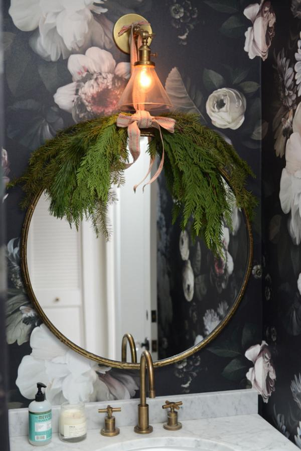 02-Christmas Décor in Your Bathroom