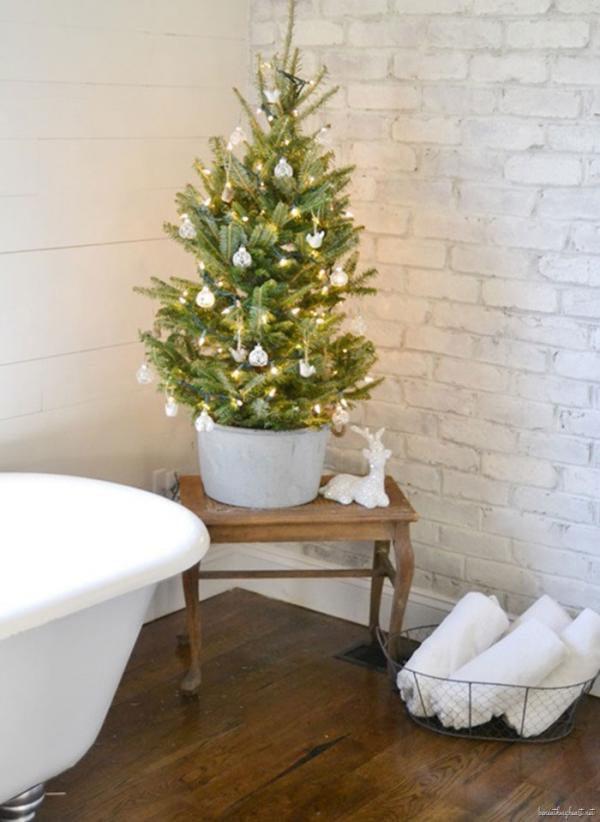 03-Christmas Décor in Your Bathroom