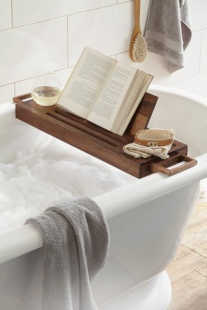 3-Must Have Luxury Bathroom Accessories-1