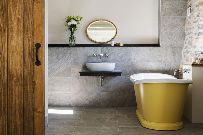 Boat-Bath-(Malabar-Hotel)