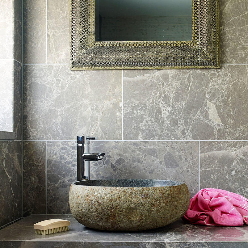 How to complete your bathroom with stone elements 15