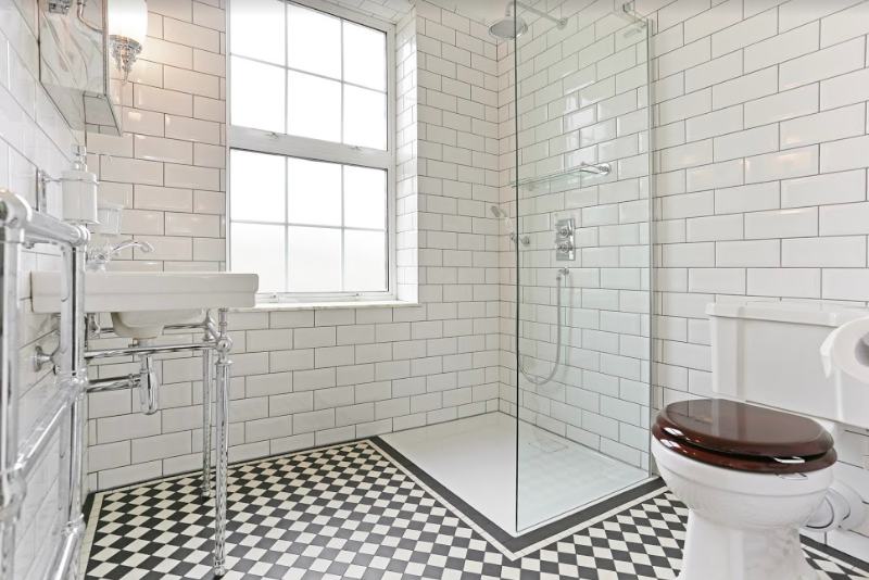 Traditional Monochrome Bathroom